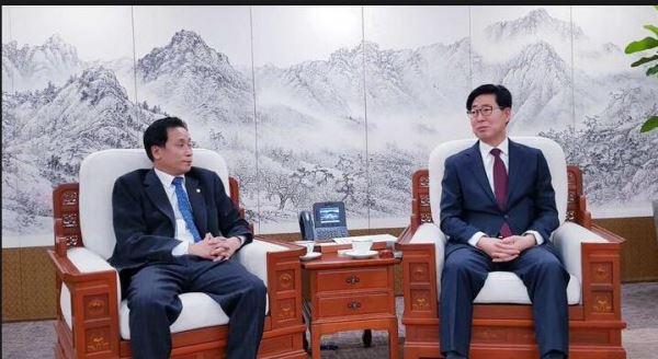 忠清南道知事与韩国主流社团举行座谈及午餐招待会_共商经贸发展大计