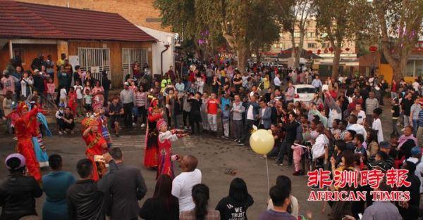 万人齐聚南非约堡唐人街共庆猪年新春佳节(视图)